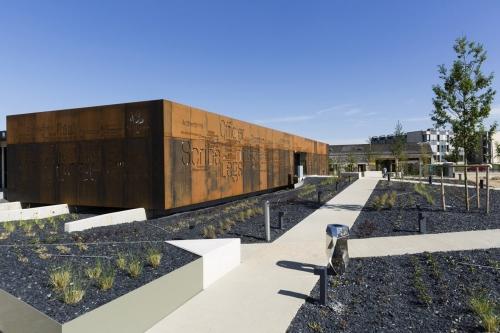 Photo d'architecture extérieure d'un office notarial en acier corten conçu par l'architecte Thierry Bonne | Philippe DUREUIL Photographie