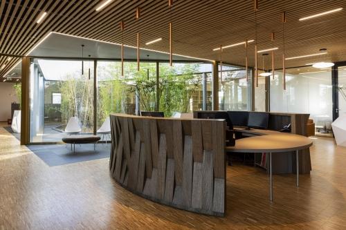 design-banque-accueil-bois