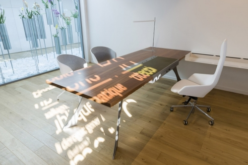 Photographie in situ d'un bureau design en bois et métal dessiné par le designer et architecte Thierry Bonne | Philippe DUREUIL Photographie