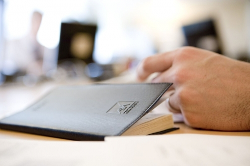Reportage photo corporate réalisé pour illustrer le rapport annuel du Groupe AXA | Philippe DUREUIL Photographie
