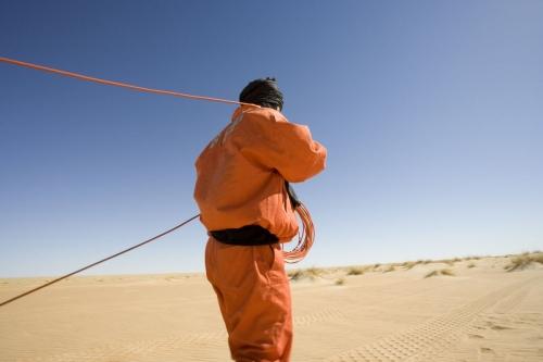 Photographie de reportage corporate réalisé pour Total Exploration Production dans le désert de Taoudéni en Mauritanie - Illustration d'une campagne de prospection sismique | Philippe DUREUIL Photographie