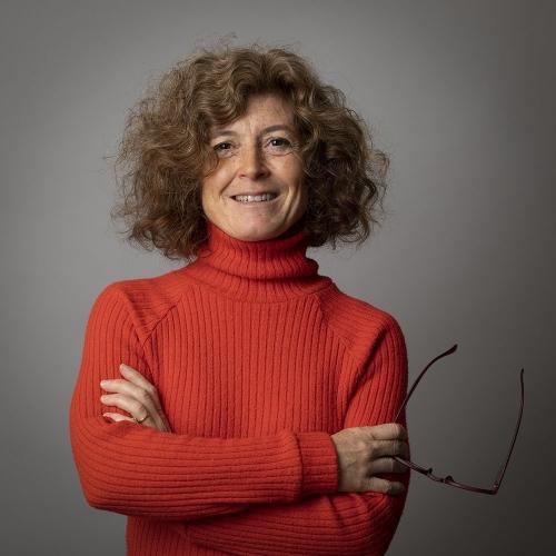 Photo corporate - Portrait corporate d'un femme dirigeante réalisée sur le site de l'entreprise en studio mobile | Philippe DUREUIL Photographie