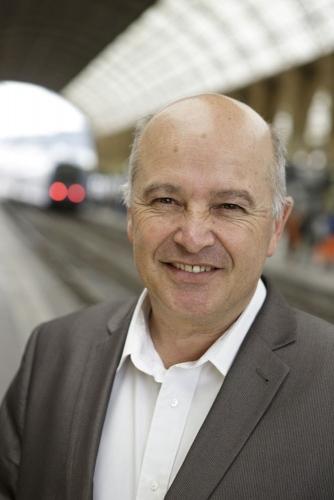 Photo de portrait corporate réalisé en Gare pour le Rapport Annuel d'Activité 2013 TER PROVENCE-ALPES-CÔTE D'AZUR de la SNCF. | Philippe DUREUIL Photographie