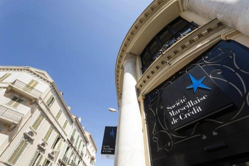 Photo corporate, photographie de la façade d'une agence de la Banque Société Marseillaise de Crédit | Philippe DUREUIL Photographie