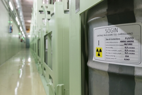 Entrepôt de stockage de barils de déchets radioactifs à la centrale nucléaire de Garigliano. | Philippe DUREUIL Photographie