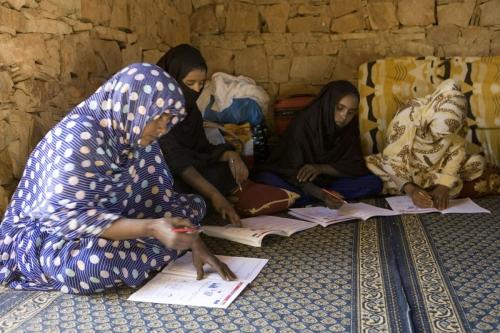 Cours d'alphabétisation pour femmes en Mauritanie | Philippe DUREUIL Photographie