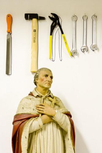 Statue religieuse dans un atelier de bricolage | Philippe DUREUIL Photographie