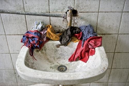 Lavabo plein de crasse | Philippe DUREUIL Photographie