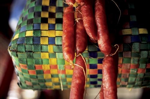 Saucissons sur le marché de Siem Reap au Cambodge | Philippe DUREUIL Photographie