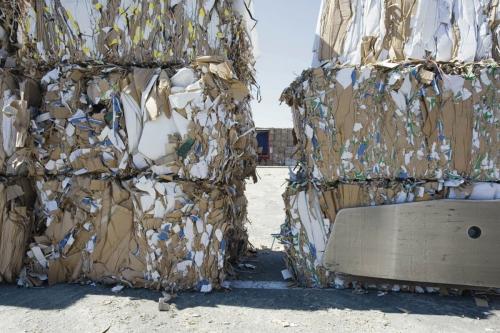 Recyclage du carton sur un site industriel | Philippe DUREUIL Photographie