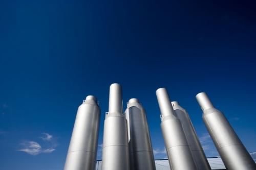 Photo industrielle de cheminées sur fond de ciel bleu | Philippe DUREUIL Photographie