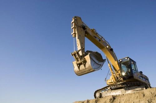 Engin industriel - Photographie industrielle - Pelleteuse en action sur un chantier de dépollution des sols