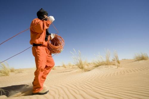 Photographie industrielle réalisée pour Total Exploration Production en Mauritanie - Reportage photo pour l'illustration d'une campagne de prospection sismique | Philippe DUREUIL Photographie