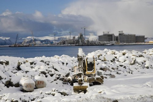 Photo industrielle du chantier de construction du terminal méthanier de Snøhvit sous la neige