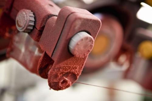 Photographie industrielle en gros plan d'un métier à tisser