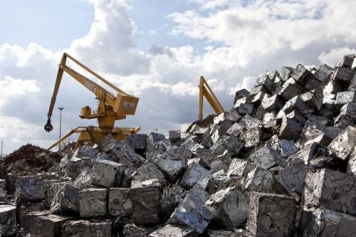 Balles d'acier pour recyclage. Grues équipés de grappins à ferraille pour le recyclage des métaux. Cliché réalisé pour l'entreprise industriel Vallourec | Philippe DUREUIL Photographie