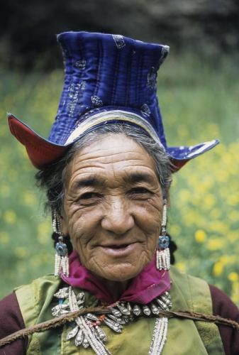 Vieille femme en habit traditionnel | Philippe DUREUIL Photographie