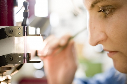 Reportage photo sur les femmes et les hommes au travail réalisé pour la manufacture horlogère Jaeger LeCoultre | Philippe DUREUIL Photographie