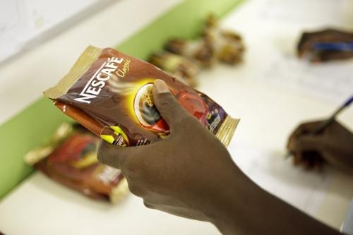 Photographie industrielle réalisée pour Nescafé® à la fabrique d'Abidjan. | Philippe DUREUIL Photographie