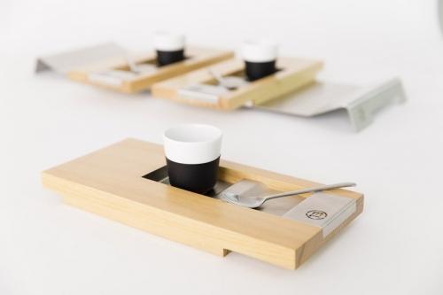 Packshot produits d'objets design réalisés en studio. Plateaux de service à café dessinés par le designer Thierry Bonne. | Philippe DUREUIL Photographie