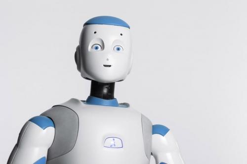 Packshot produit. Photo du robot Roméo réalisé en studio pour Aldebaran SoftBank Robotics. Agence Toma. DA : Aurélien Esquivet. | Philippe DUREUIL Photographie