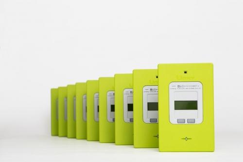 Photographie de packshot de compteurs Linky réalisé en studio pour l'agence Toma. Annonceur Enedis. DA : Aurélien Esquivet. | Philippe DUREUIL Photographie