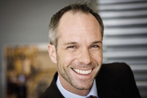 Portrait d'un manager souriant | Philippe DUREUIL Photographie
