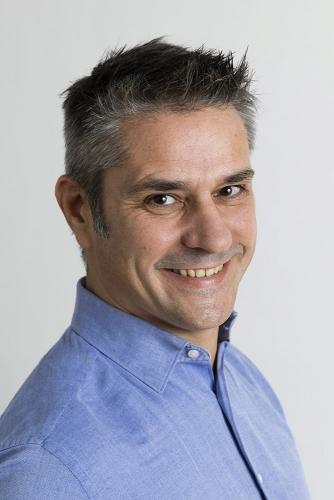 Portrait de profil en studio pour Linkedin - DA : Régis Biecher Agence : Waixing® | Philippe DUREUIL Photographie
