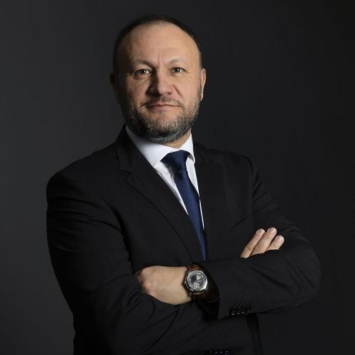 Portrait corporate d'un collaborateur de la Banque Kolb (Groupe Crédit du Nord) réalisé en studio mobile | Philippe DUREUIL Photographie