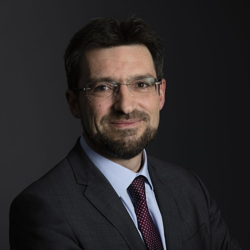 Portrait d'un collaborateur de la Banque Kolb (Groupe Crédit du Nord) réalisé en studio mobile | Philippe DUREUIL Photographie