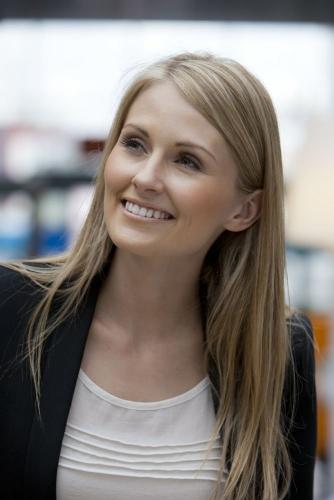 Reportage life-style - Portrait d'une femme dans un centre commercial | Philippe DUREUIL Photographie