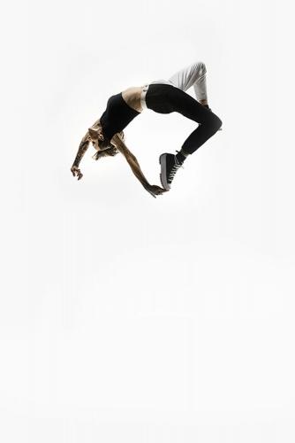 Saut périlleux en studio. Artiste : Marion Lacouture | Philippe DUREUIL Photographie