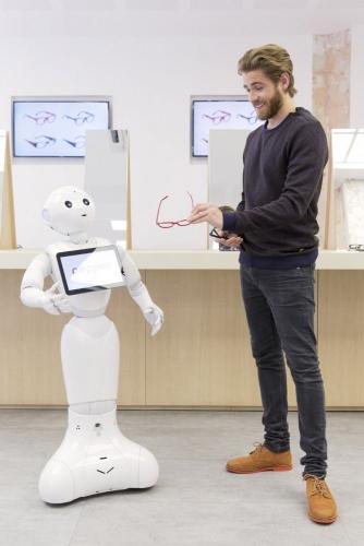 Photographie avec comédiens réalisée à Paris pour SoftBank Robotics. Production photo : Agence Toma. DA : Aurélien Esquivet. | Philippe DUREUIL Photographie