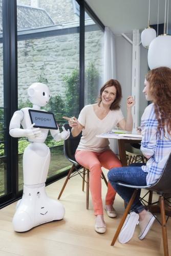 Photographie avec comédiennes réalisée à Paris pour SoftBank Robotics. Production photo : Agence Toma. DA : Aurélien Esquivet. | Philippe DUREUIL Photographie