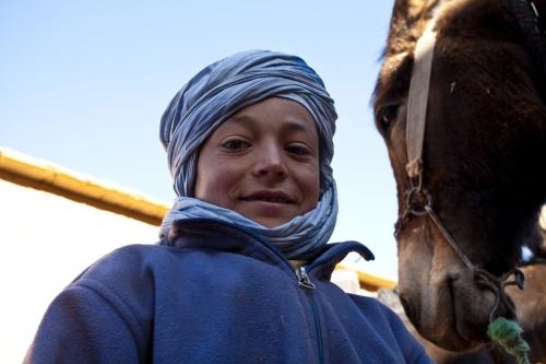 Jeune nomade avec son cheich dans le désert du Sagho | Philippe DUREUIL Photographie