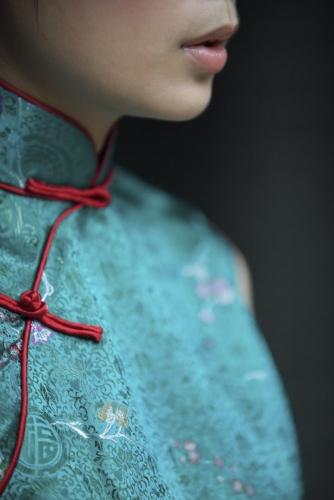 Portrait d'une femme Chinoise portant un habit traditionnel en soie | Philippe DUREUIL Photographie