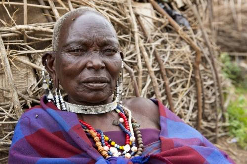 Portrait d'une femme masaï dans un village de Tanzanie. | Philippe DUREUIL Photographie